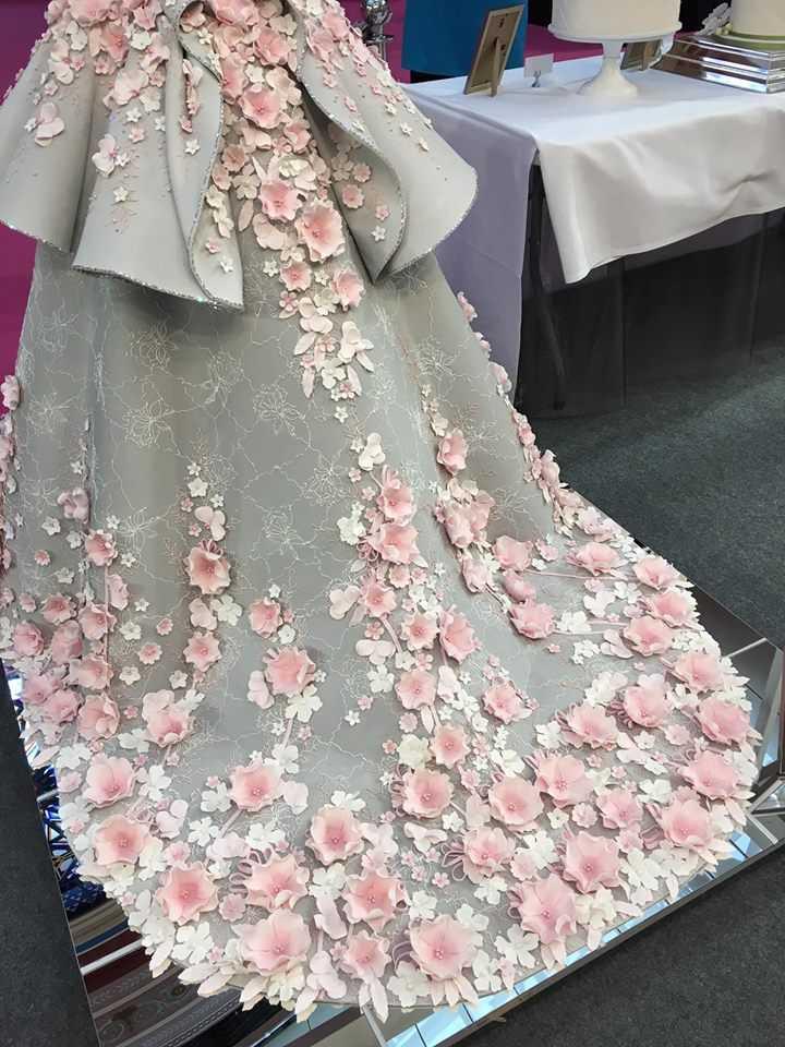 Это шикарное свадебное платье скрывает секрет, который заметит далеко не каждый.