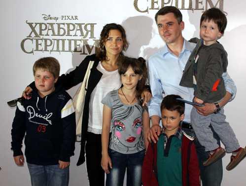 Российские звезды, которые могут гордится званием «многодетных мам»