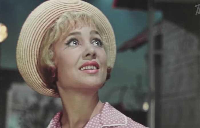 На самом пике популярности эта красавица-актриса исчезла с экранов. Что на самом деле произошло с Надеждой Румянцевой