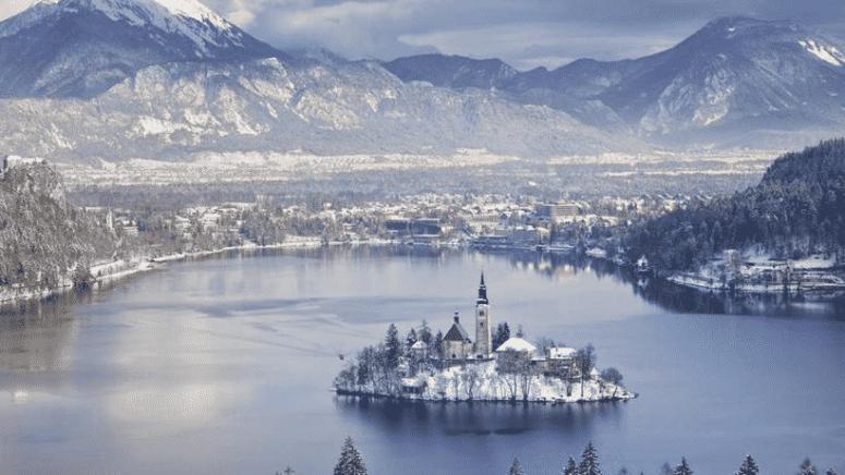 10 самых сказочных зимних городов Мира