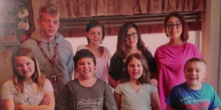 Мать удивительной многодетной семьи не смогла сдержать своих эмоций, когда увидела, что стало с ее домом