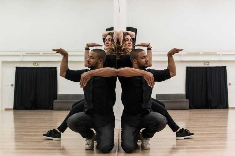 Сколько участников вы видите? Этот танец завораживает с первой минуты
