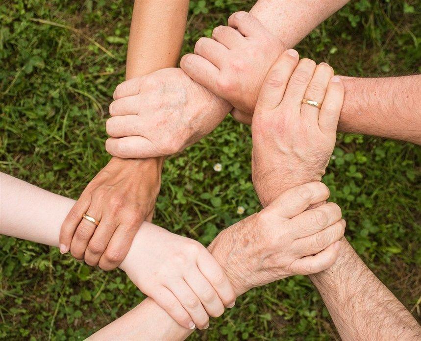 Фразы-табу, которые не стоит использовать, чтобы поддержать близкого человека