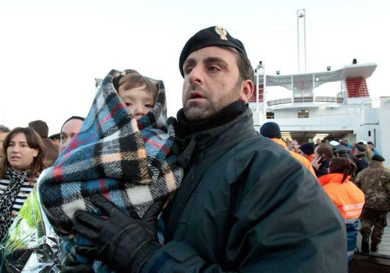 Сергей Шараухов спас двоих детишек, а затем усыновил их