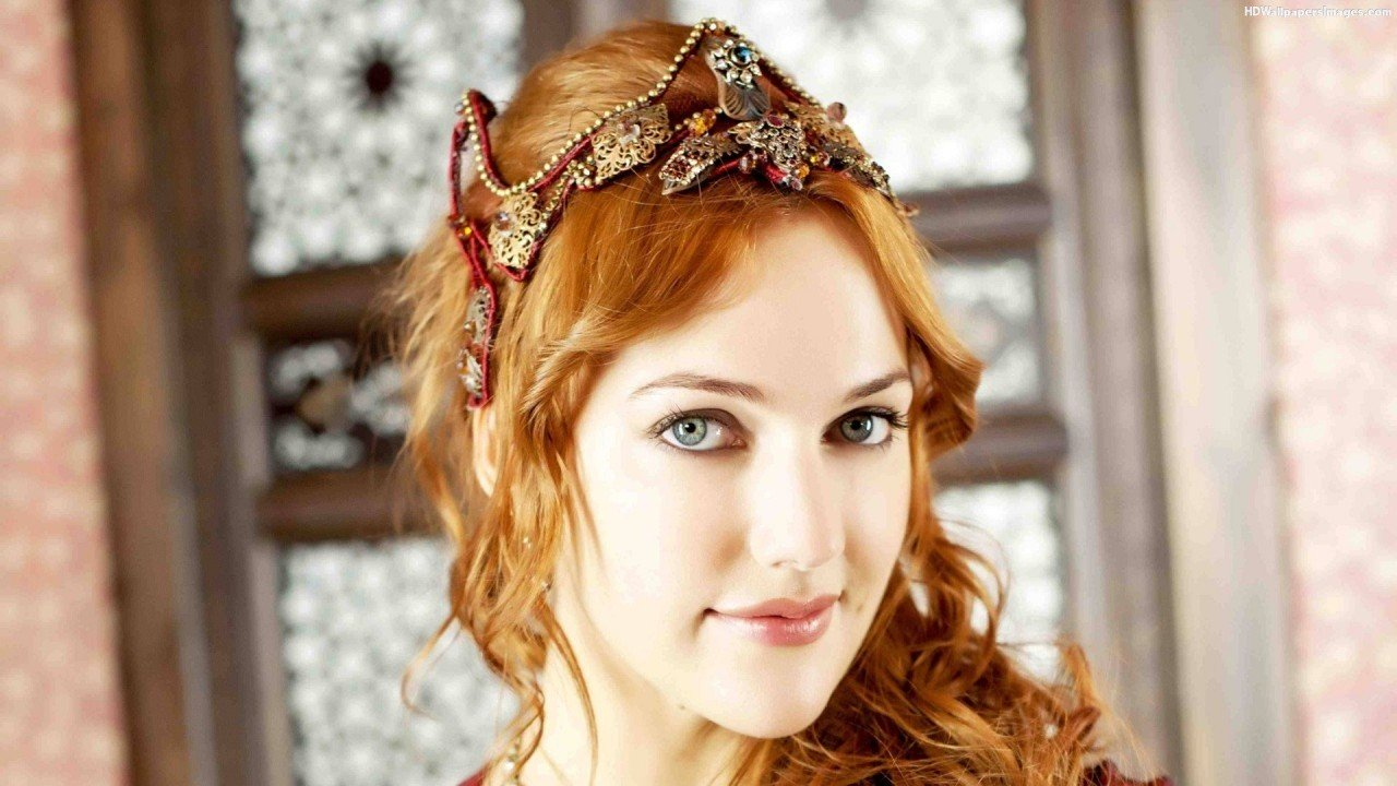 Звезда «Великолепного века» Мерьем Узерли выходит замуж