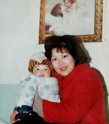 Эта мать не отказалась от своего умственно отсталого сына. И вот кем он стал спустя 29 лет