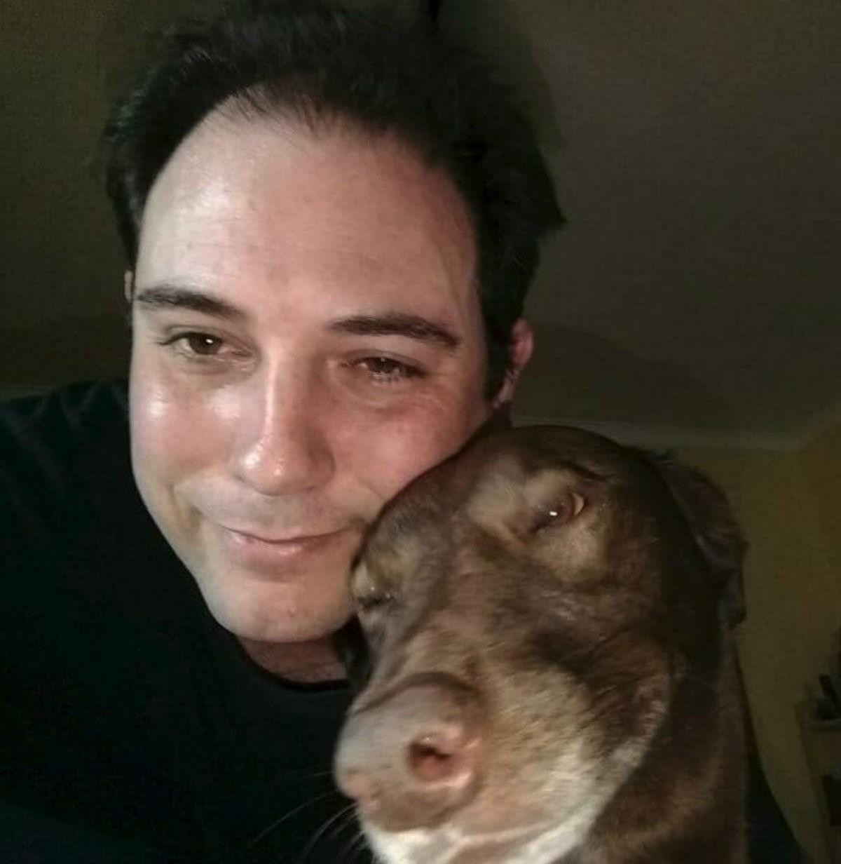 Напуганная собака просидела в приюте два года. Но вдруг она почувствовала знакомый запах… Я поражена
