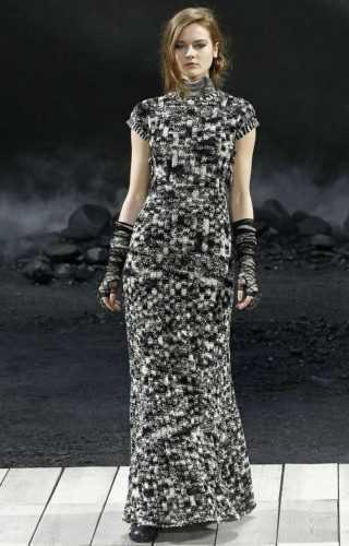 Коко Шанель специально разработала этот стиль для женщин возраста 40+. Безупречный вкус