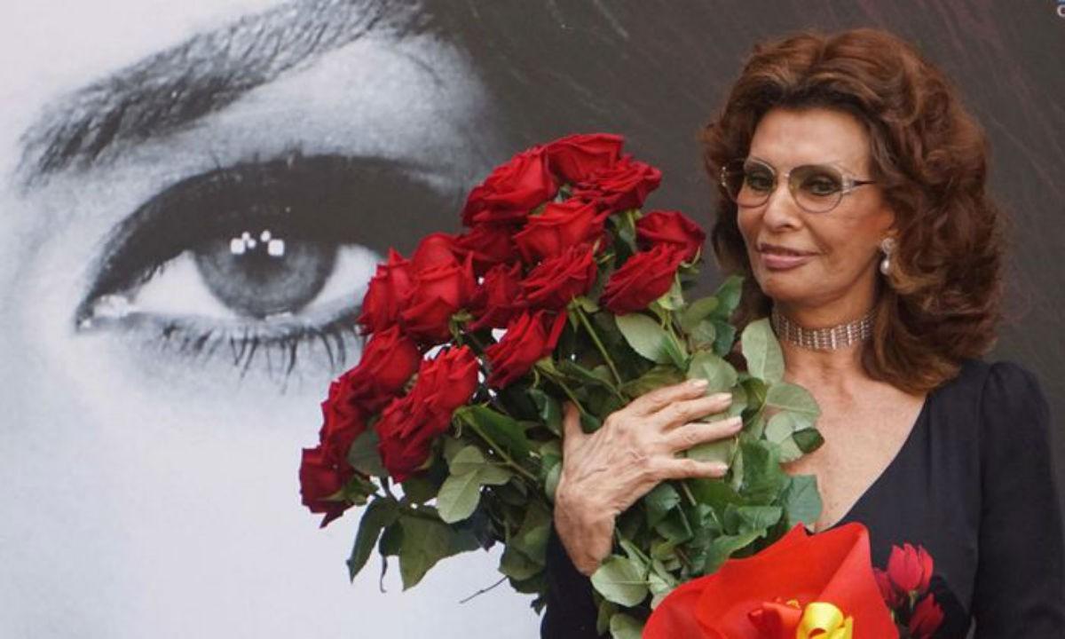 82-летняя Софи Лорен в новой фотосессии: невероятная красота и грация, несмотря на возраст