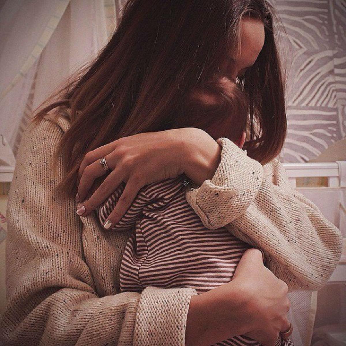 Мой любимый оставил меня, узнав, что я беременна… Мама сказала: «Уходи. Пущу обратно, если сделаешь аборт…» Я не сломалась