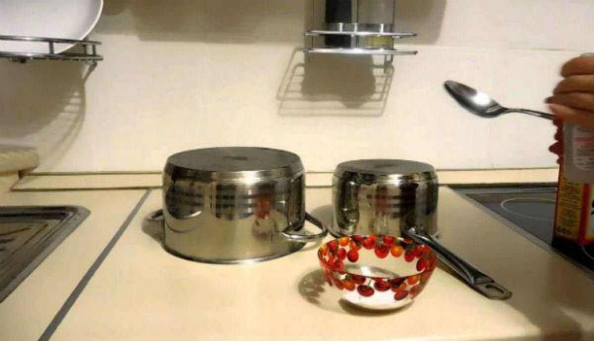 Вот как очистить до блеска кастрюлю, в которой пригорела еда