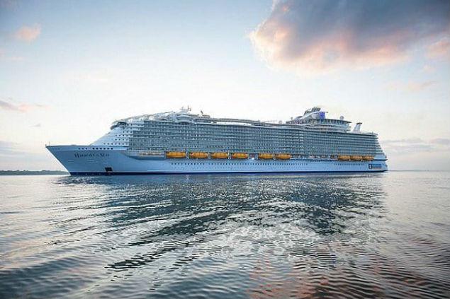 На воду сошел крупнейший корабль в истории