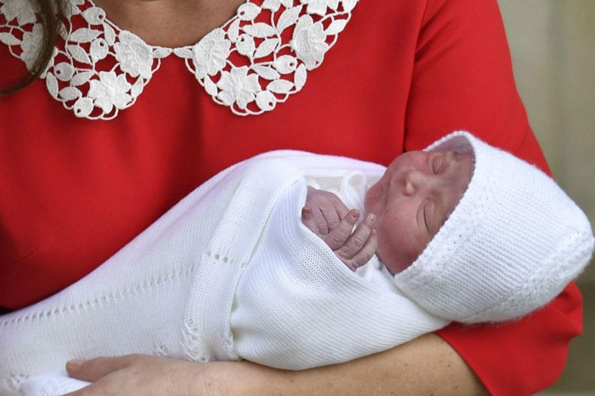 Кейт Миддлтон и принц Уильям показали новорожденного малыша