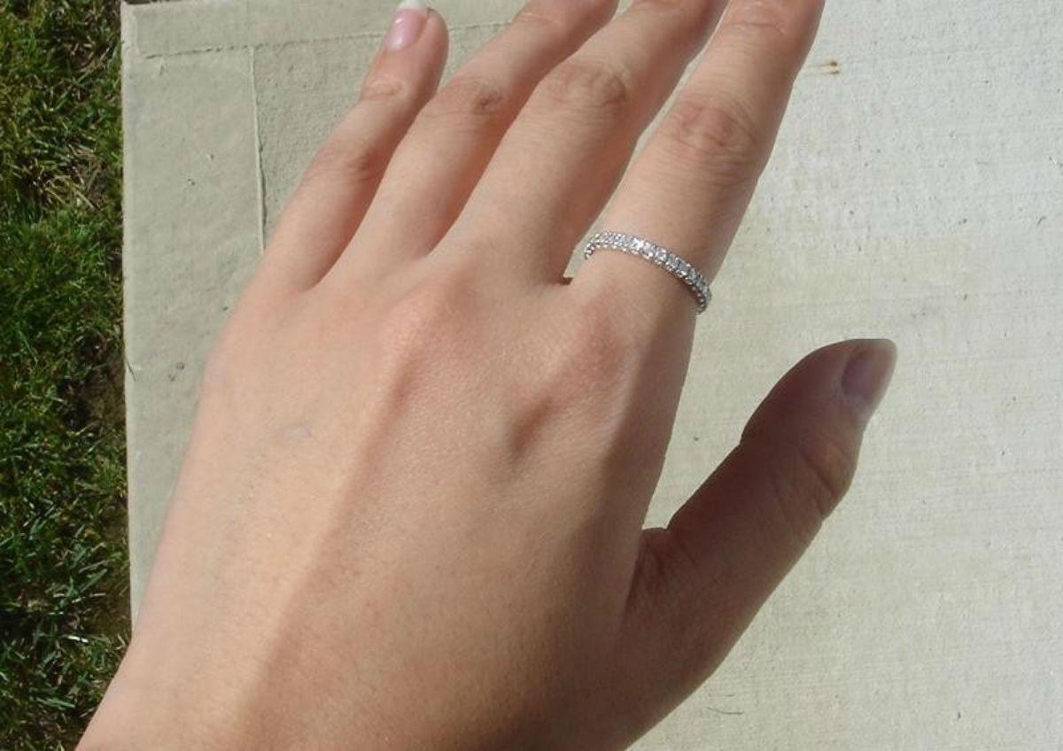Корректируем женскую судьбу: как правильно носить кольца