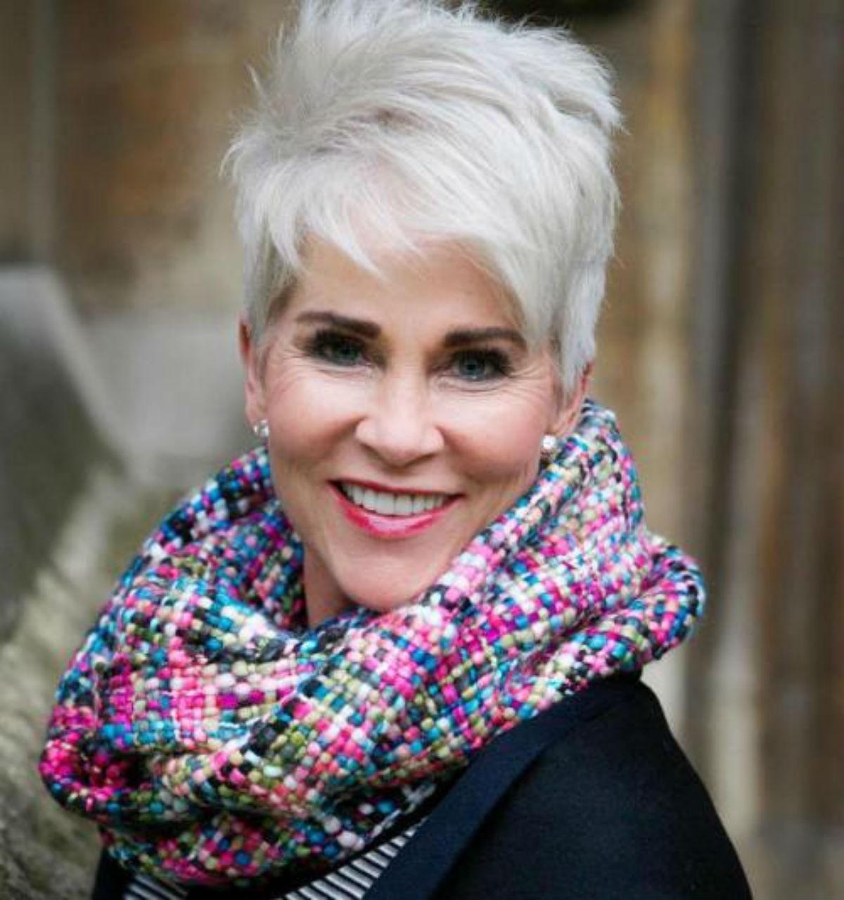 Классные и простые короткие стрижки для женщин старше 50 лет: больше 30 стильных вариантов.