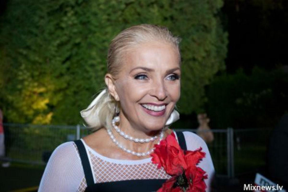 """64-летняя Лайма Вайкуле искренне призналась в страсти к молодому """"другу и хорошему партнеру"""""""
