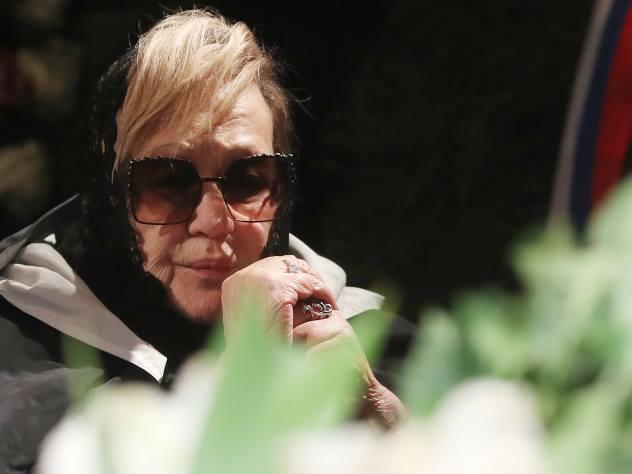 Внешний вид измученной болезнью Галины Волчек в инвалидной коляске обеспокоил поклонников актрисы