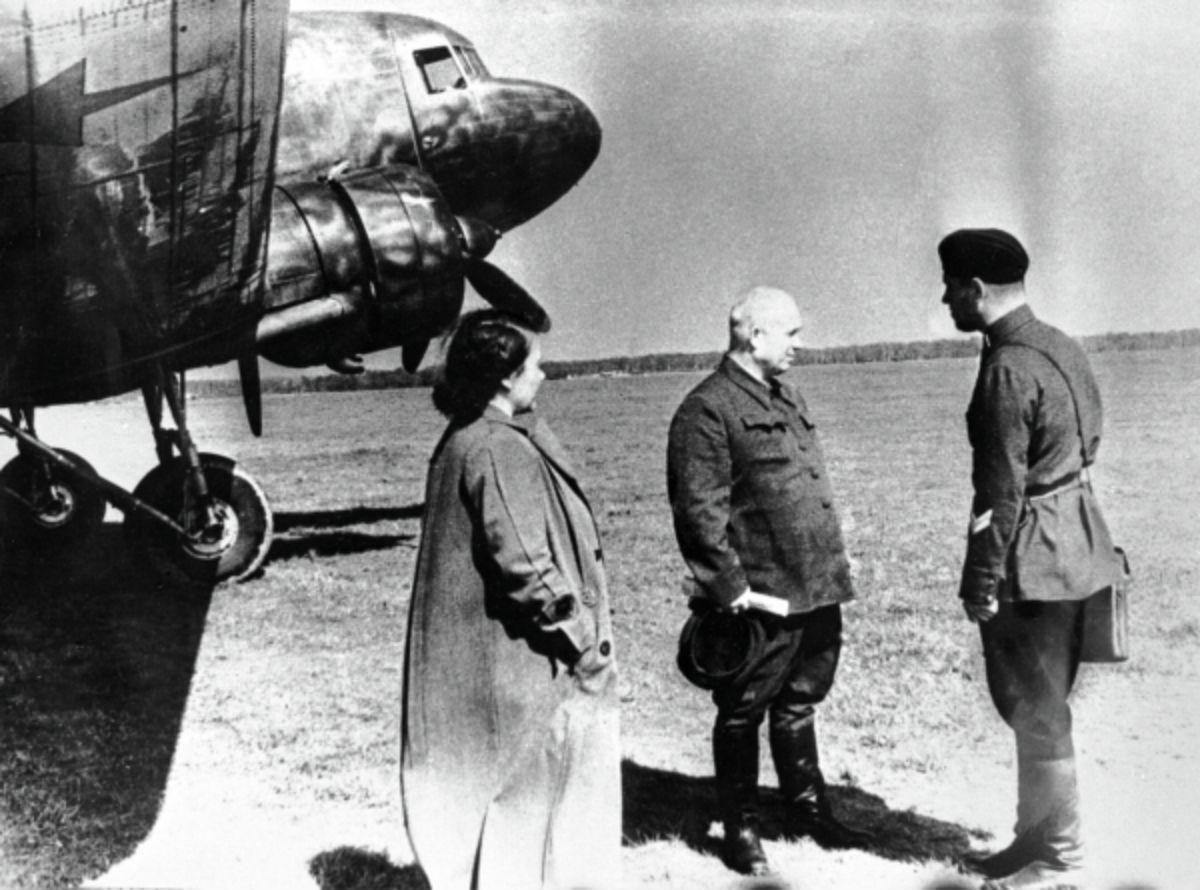 Госпожа Хрущёва: почему советская первая леди могла себе позволить любую причёску и любую одежду