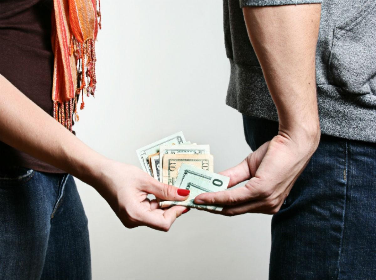 Нужно ли брать у мужчины деньги?
