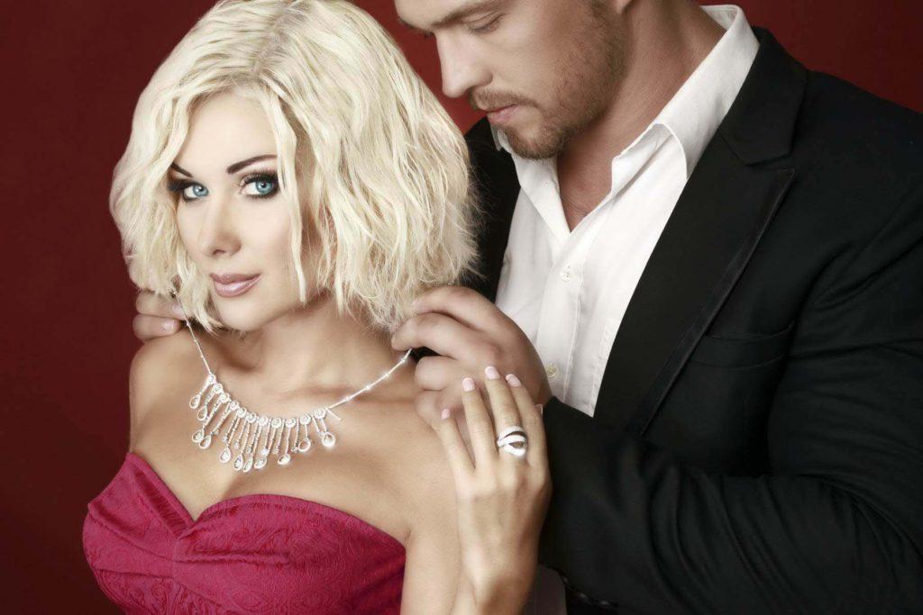 Доказано, чем больше мужчина тратит на любимую женщину, тем успешнее он становится