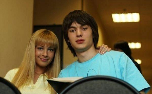 Тамта Лано и Нил Кропалов в сериале «Мачеха»